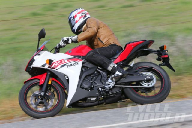 2015-yamaha-yzf-r3-action-3-590x393